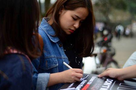 Hon 6300 chu ky ung ho chien dich 'Chung toi khong muon sung te giac' - Anh 1