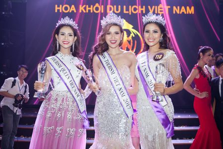 Khanh Ngan dang quang 'Hoa khoi Du lich Viet Nam 2017' - Anh 1