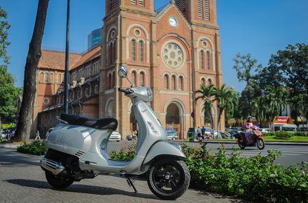 Chi tiet Vespa LX 125 2017 moi ban lai o Viet Nam - Anh 1