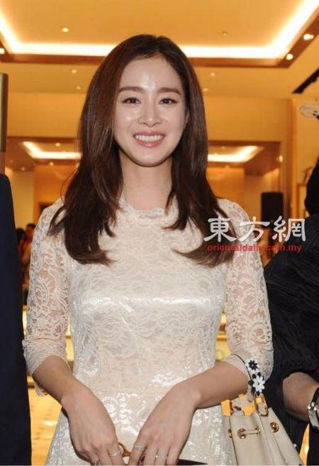 Kim Tae Hee du su kien o Malaysia lan dau sau dam cuoi - Anh 1
