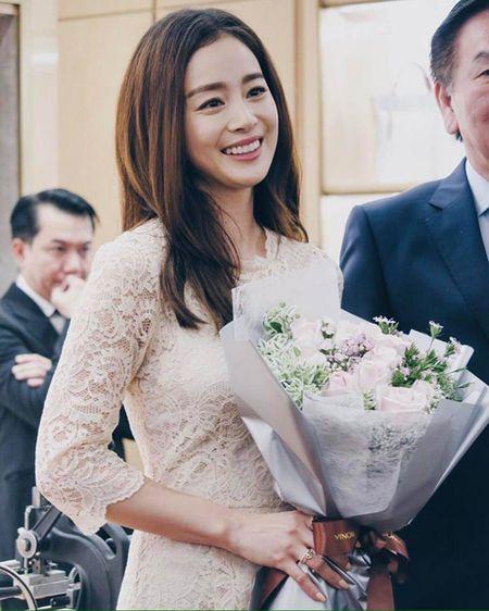 Kim Tae Hee du su kien o Malaysia lan dau sau dam cuoi - Anh 3