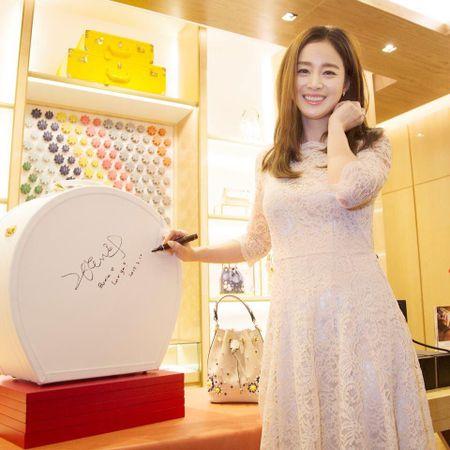 Kim Tae Hee du su kien o Malaysia lan dau sau dam cuoi - Anh 6