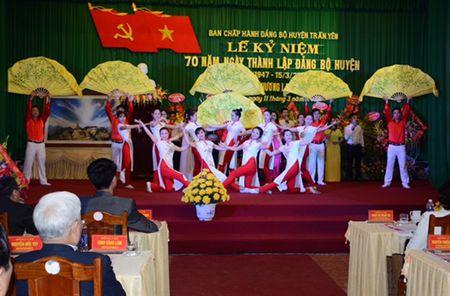 Ky niem 70 nam thanh lap Dang bo huyen Tran Yen va don nhan Huan chuong - Anh 3
