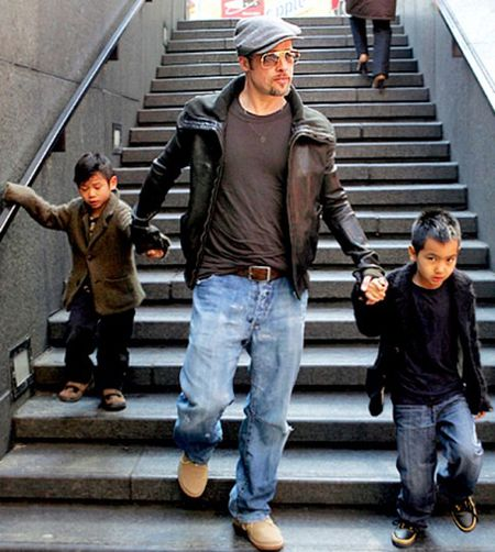 Angelina Jolie hanh phuc vi cac con da lam lanh voi Brad Pitt - Anh 1