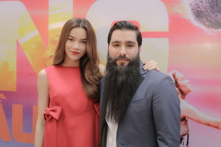 Dao dien phim 'Kong: Skull Island' selfie cung Ho Ngoc Ha - Anh 1