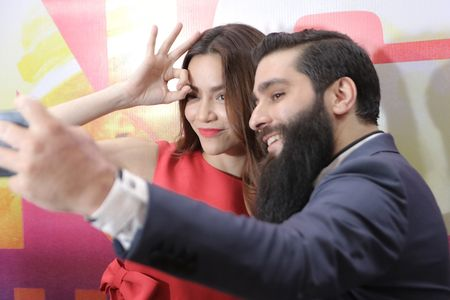 Dao dien phim 'Kong: Skull Island' selfie cung Ho Ngoc Ha - Anh 2