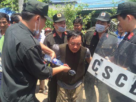 Vu Truong phong Tu phap huyen bi dam: Giam dinh tam than nghi can - Anh 5