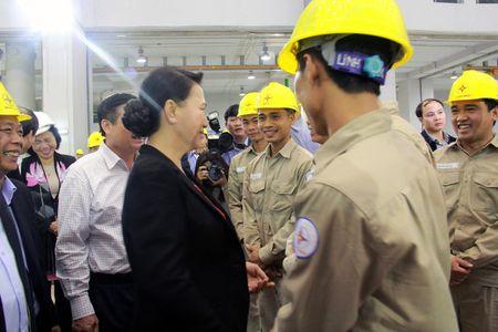 Hinh anh: Chu tich Quoc hoi tham Nha may Thuy dien Lai Chau - Anh 5