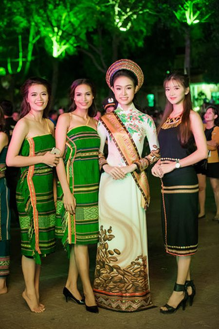 Ngoc Han, Huyen My, Ngoc Van duoc 'san don' o Le hoi ca phe Tay Nguyen - Anh 10