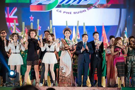 Ngoc Han, Huyen My, Ngoc Van duoc 'san don' o Le hoi ca phe Tay Nguyen - Anh 7