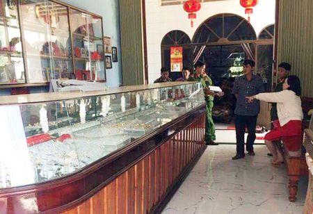 Hinh anh: Hien truong vu trom 100 luong vang o Binh Dinh - Anh 1