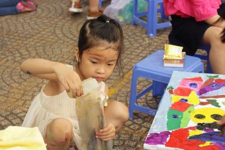 TP. Ho Chi Minh: Hon 1.500 hoa si nhi so tai ve tranh 'Net ve xanh nam 2017' - Anh 1