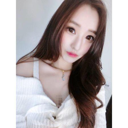 Sung sot nhin doi chan deo 'kinh di' cua co gai nong bong - Anh 3