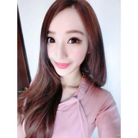Sung sot nhin doi chan deo 'kinh di' cua co gai nong bong - Anh 4
