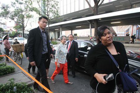 Phu nhan Thu tuong Singapore dao buoc tai Sai Gon Square - Anh 1