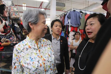 Phu nhan Thu tuong Singapore dao buoc tai Sai Gon Square - Anh 4