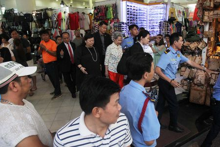 Phu nhan Thu tuong Singapore dao buoc tai Sai Gon Square - Anh 5
