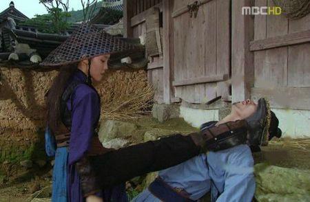 Nhung loi hai huoc trong phim co trang Han Quoc - Anh 15