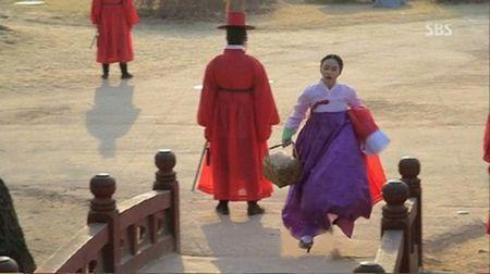 Nhung loi hai huoc trong phim co trang Han Quoc - Anh 5