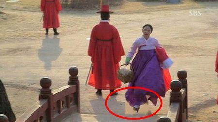 Nhung loi hai huoc trong phim co trang Han Quoc - Anh 6