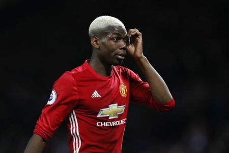 Pogba, Hazard nghi gia chan thuong: Am muu cua MU, Chelsea? - Anh 2