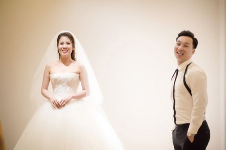 MC Thanh Trung dua vo hotgirl di chon vay cuoi - Anh 5