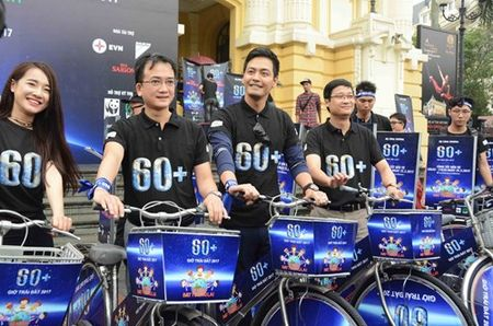 Hon 1.000 tinh nguyen vien di bo va dap xe huong ung Gio trai dat 2017 - Anh 4