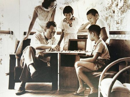Cuoc doi Thu tuong Singapore Ly Hien Long qua anh - Anh 3