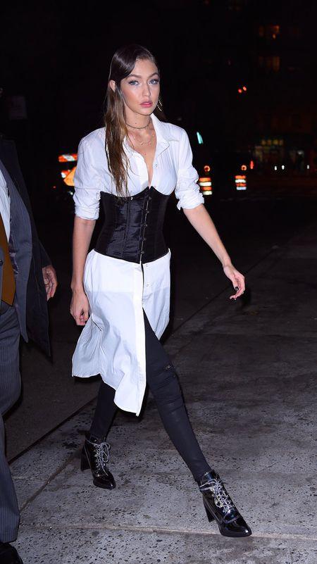 Chi em nha Kendall Jenner cuong mot corset - Anh 7