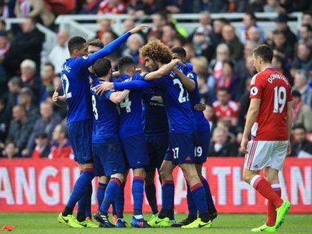 Man United choi bong da tu thoi... trung co, kem xa Liverpool ve toc do va tinh giai tri - Anh 2