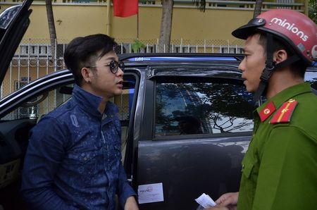 Sau bi phat vi do xe tren via he, Quach Tuan Du dang clip xin loi bau show hai ngoai - Anh 1