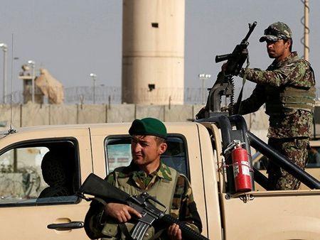 Dung do giua Taliban va quan doi Afghnistan, 20 nguoi thuong vong - Anh 1