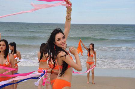 Nhung co vo non na, tre hon chong 25-30 tuoi cua showbiz Viet - Anh 7