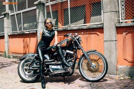 Chan dai Viet nong bong ben Harley-Davidson 48 do - Anh 1