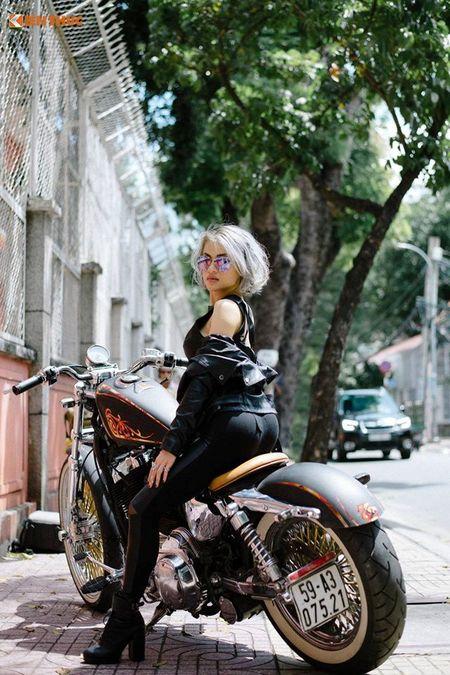 Chan dai Viet nong bong ben Harley-Davidson 48 do - Anh 2