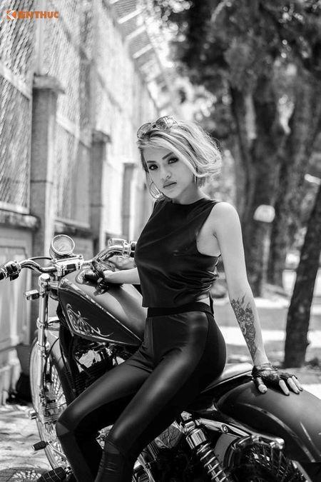 Chan dai Viet nong bong ben Harley-Davidson 48 do - Anh 4