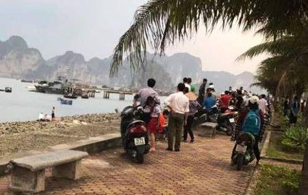 Thay ban chet duoi, nhom nam sinh hoang hot bo chay - Anh 1
