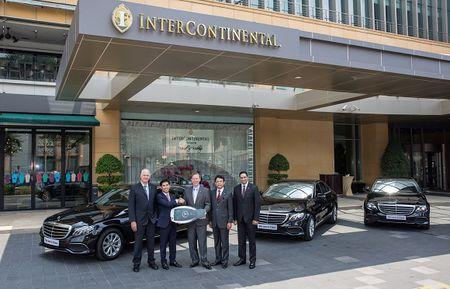 Mercedes-Benz ban giao 5 xe E-Class cho InterContinental Saigon - Anh 1