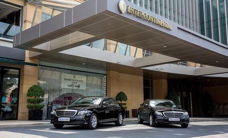 Mercedes-Benz ban giao 5 xe E-Class cho InterContinental Saigon - Anh 2