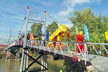 Ninh Binh khanh thanh cau xay dung theo cong nghe moi - Anh 1
