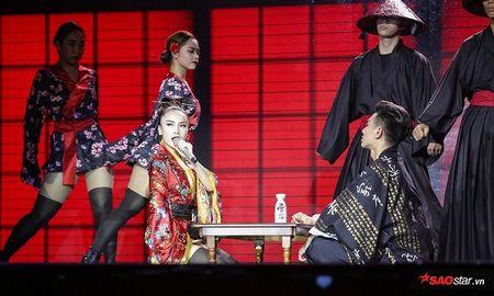 'Geisha' Yen Trang quyen ru, lanh lung tra thu nguoi yeu tren san khau Remix NewGen - Anh 3