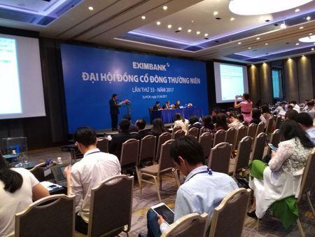 Nhieu bat ngo tai dai hoi co dong Eximbank - Anh 1