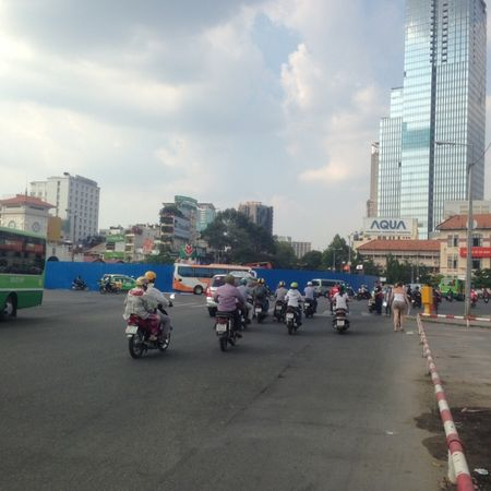 Dieu chinh giao thong de thi cong nha ga Ben Thanh - Anh 1