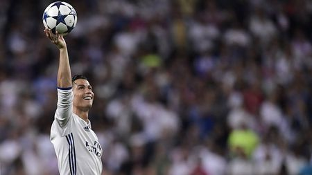 Griezmann chi luon lam 'nen' cho Ronaldo, tu CLB cho den DTQG - Anh 4