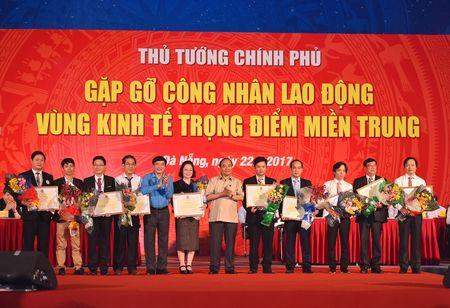 Thu tuong doi thoai voi cong nhan lao dong mien Trung - Anh 15
