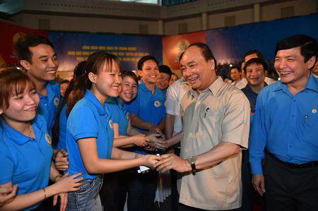 Thu tuong doi thoai voi cong nhan lao dong mien Trung - Anh 2