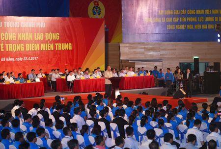 Thu tuong doi thoai voi cong nhan lao dong mien Trung - Anh 9