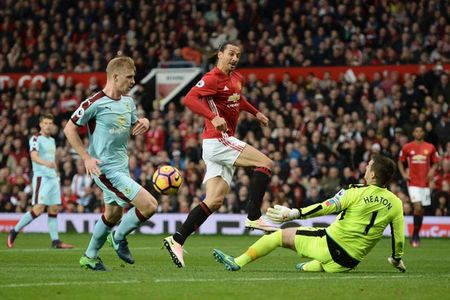 Vong 34 Premier League: Thu thach cho doi MU, Liverpool! - Anh 1