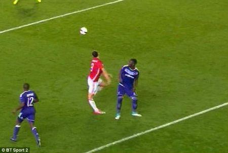 MU: Ibrahimovic nghi gan 1 nam, co the giai nghe luon - Anh 2