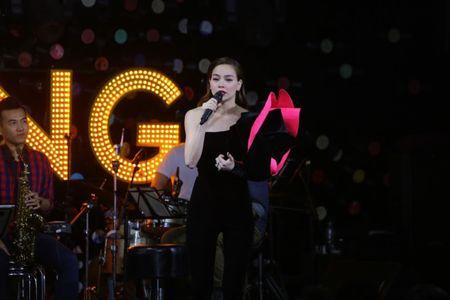 Ho Ngoc Ha up mo khong 'chen ep' Minh Hang roi The Face - Anh 1